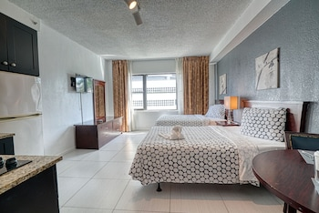 Grand Studio Suite, 2 Double Beds, Non Smoking, Kitchenette