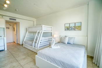 Family Studio, Multiple Beds, Kitchenette, City View
