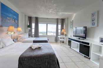 Premium Studio, 2 Double Beds, Kitchenette, City View
