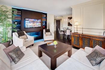 Deluxe Suite, 2 Bedrooms, Kitchen, Corner