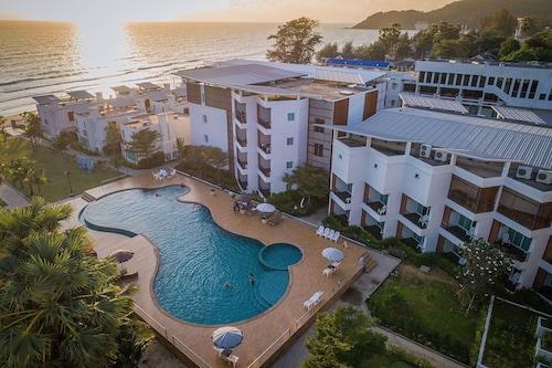 . Saint Tropez Beach Resort Hotel
