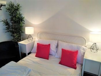 Double Room, 1 Double Bed (Shared Bathroom)