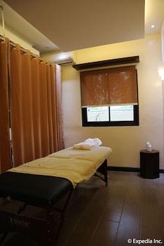 HOTEL MONTICELLO Treatment Room