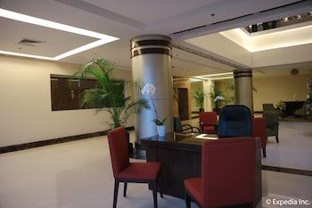 HOTEL MONTICELLO Lobby Sitting Area