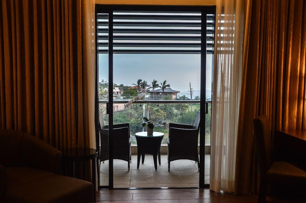 https://i.travelapi.com/hotels/13000000/12820000/12810100/12810098/66354011_z.jpg