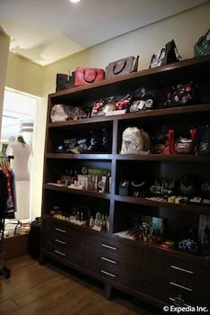 HOTEL MONTICELLO Gift Shop