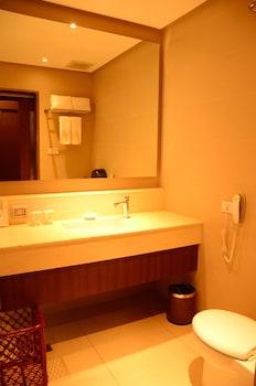 HOTEL MONTICELLO Bathroom Sink