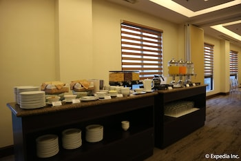 HOTEL MONTICELLO Buffet