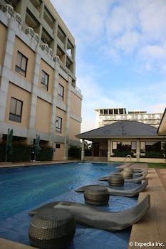 HOTEL MONTICELLO Outdoor Pool