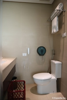 HOTEL MONTICELLO Bathroom