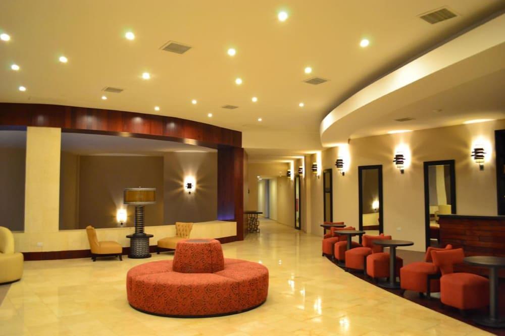 https://i.travelapi.com/hotels/13000000/12840000/12836300/12836211/d5d53cc4_z.jpg