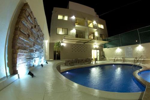 . Hotel & Suites Domani