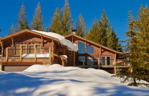 . Mountain Town Properties Olaus House