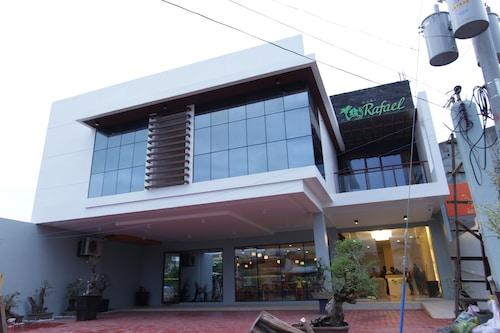 . Casa Rafael Business Inn