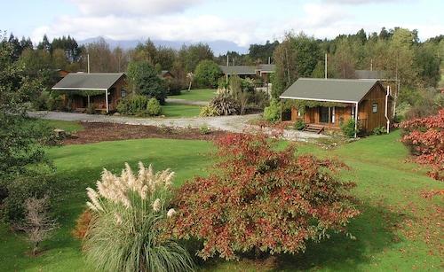 . Lake Brunner Country Motel & Holiday Park