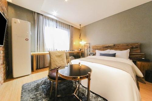 . Daejeon Namoo Hotel