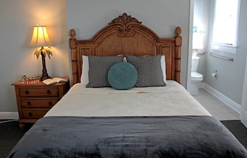 Classic Room, 1 Queen Bed, Accessible