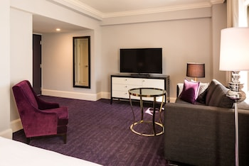 Standard Suite, 1 King Bed with Sofa bed (Junior Suite King)