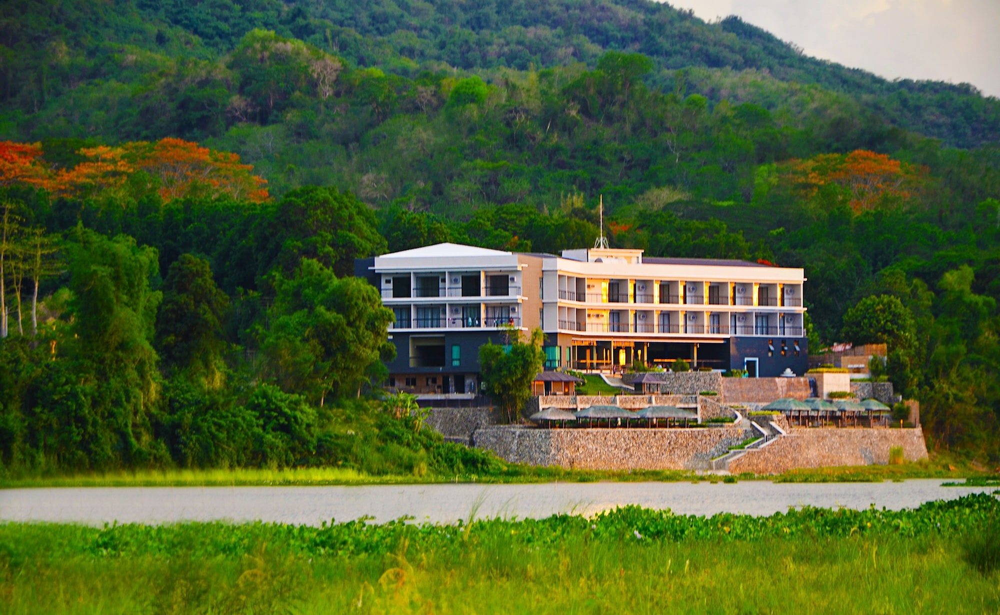 Rivermount Hotel and Resort, Sarrat
