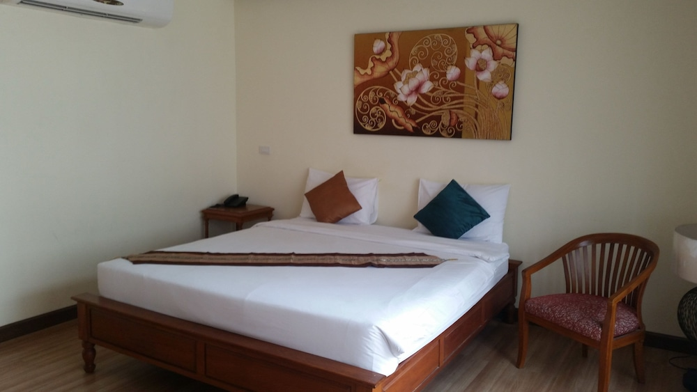 Serene Asoke Suites, Wattana