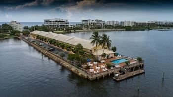棕櫚海灘水濱套房飯店 Palm Beach Waterfront Suites