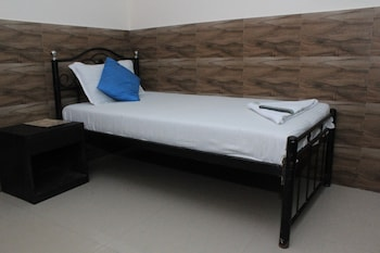 Comfort Room, 1 Single Bed, Smoking with complimentary one way airport transfer
