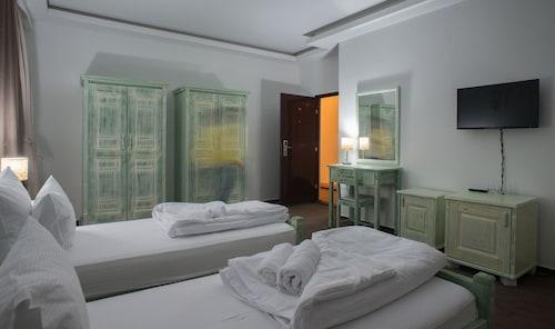 __{offers.Best_flights}__ Hotel Trim
