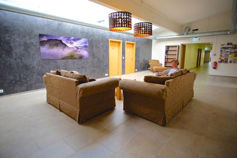 https://i.travelapi.com/hotels/14000000/13060000/13053700/13053610/008782cb_z.jpg