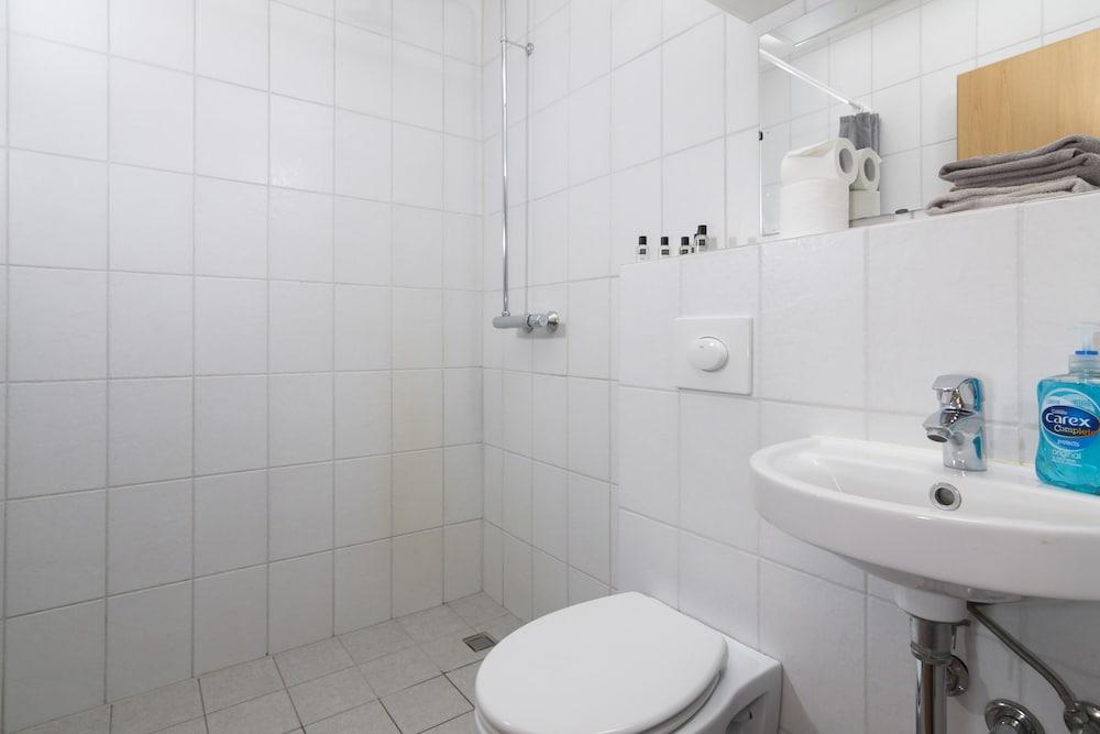 https://i.travelapi.com/hotels/14000000/13060000/13053700/13053610/14168369_z.jpg