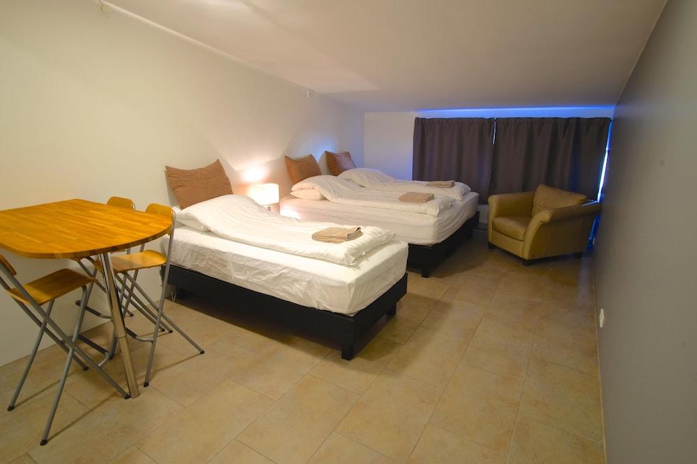 https://i.travelapi.com/hotels/14000000/13060000/13053700/13053610/22077667_z.jpg