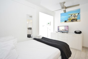 Al Mare South Beach By Lincoln Road Is An Independent Apartment Located On Pennsylvania Avenue In Miami Florida