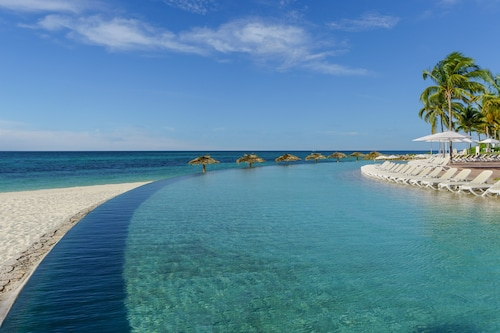 . Lighthouse Pointe at Grand Lucayan – All-Inclusive