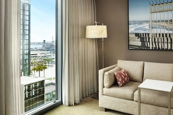 Guestroom at Residence Inn by Marriott San Diego Downtown/Bayfront in San Diego