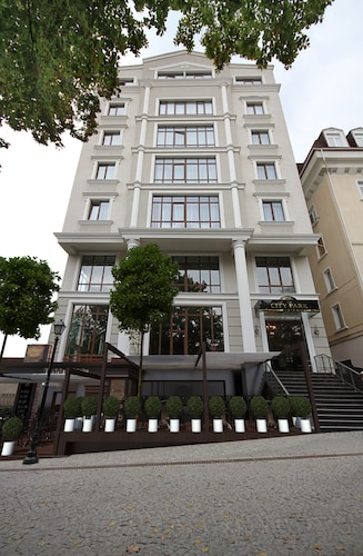 . City Park Hotel