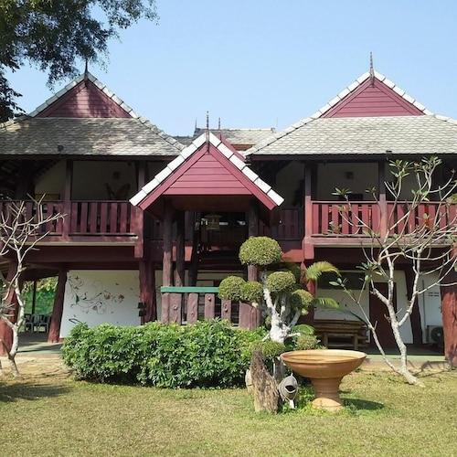 . Baanklangdoi Resort