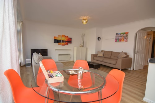 Apartment Wharf – Meridian Place, London