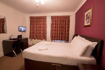 Basic Double Room, Shared Bathroom
