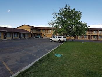 Split Mountain Motel photo