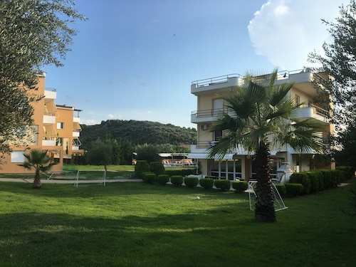 . Anilio Plaza