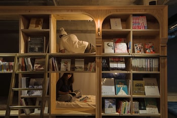 Hotel - BOOK AND BED TOKYO IKEBUKURO - Hostel