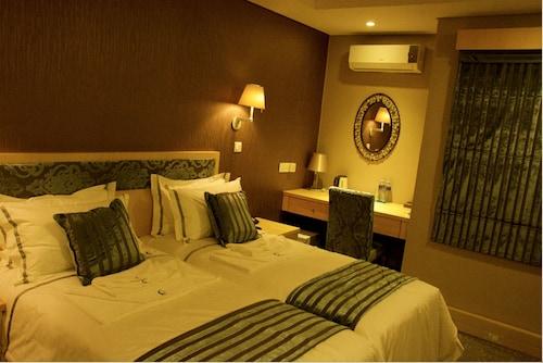 Aquarian Tide Hotel, Gaborone