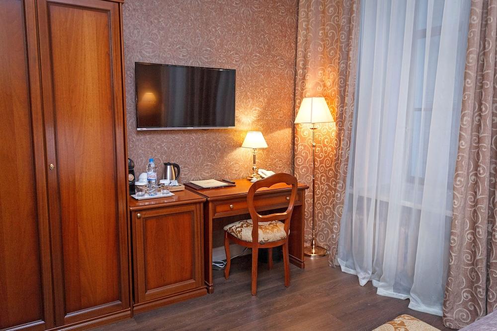 https://i.travelapi.com/hotels/14000000/13140000/13131900/13131823/3f0a3d75_z.jpg