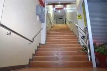 FJ MANILA HOTEL Staircase