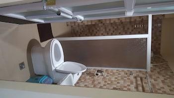 FJ MANILA HOTEL Bathroom