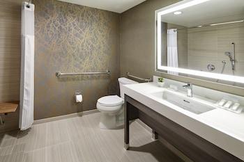 Hilton Garden Inn San Diego Mission Valley Stadium - Bathroom  - #0
