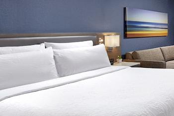 Guestroom at Hilton Garden Inn San Diego Mission Valley Stadium in San Diego