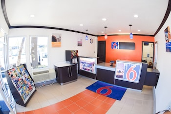 Reception at Motel 6 San Diego Airport - Harbor in San Diego