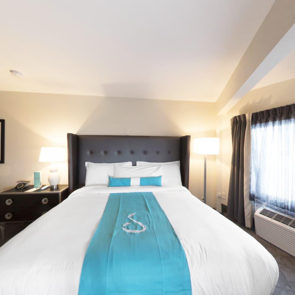 https://i.travelapi.com/hotels/14000000/13160000/13155400/13155354/62edb0fb_z.jpg
