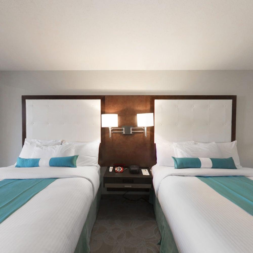 https://i.travelapi.com/hotels/14000000/13160000/13155400/13155354/8a2e2c54_z.jpg