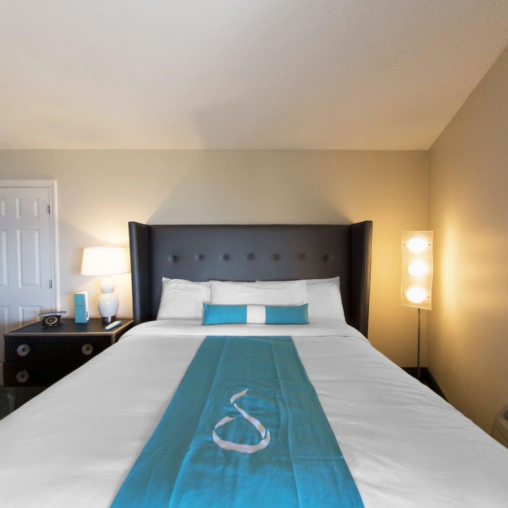 https://i.travelapi.com/hotels/14000000/13160000/13155400/13155354/e300d70b_z.jpg